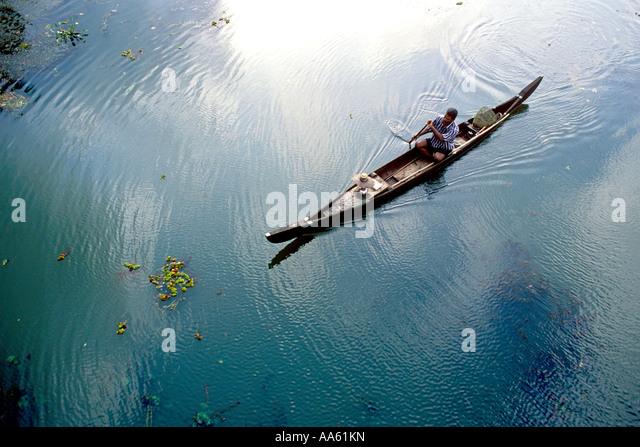MAA104169 Indian man riding in boat in backwater Kerala India - Stock-Bilder