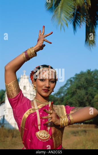 Female Dancer / Woman Dressed in Traditional Costume, Mumbai (Bombay), Maharastra, India - Stock-Bilder