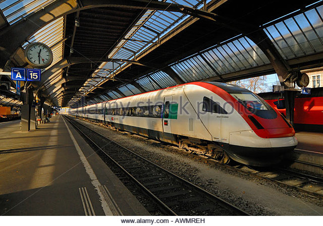 Zuerich - central station - the InterCity Tilting Train RABDe 500 - Switzerland, Europe. - Stock-Bilder