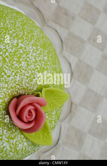 Close-up of icing on birthday cake - Stock-Bilder