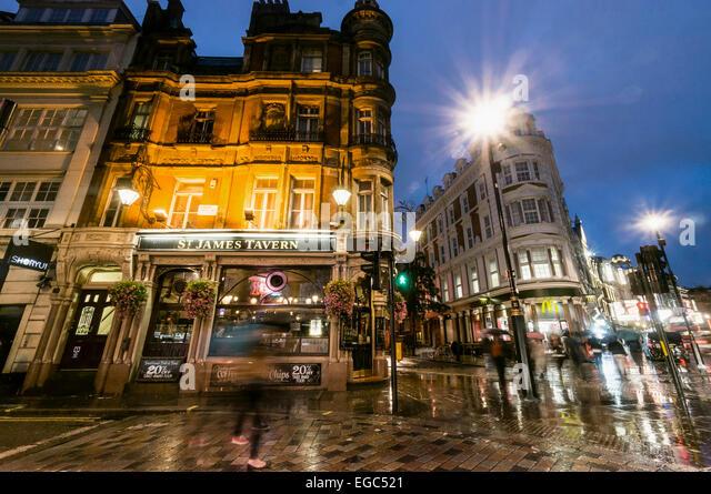 St. James Tavern, Rain, West End, Soho, London, UK - Stock Image
