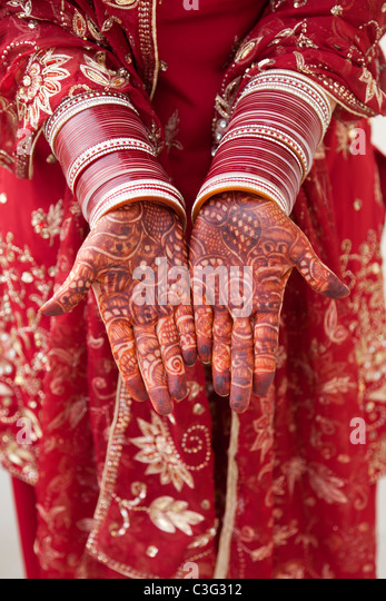 Ornate Indian decoration on Caucasian woman's hands - Stock Image