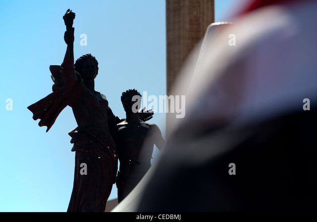 Silhouette of Martyrs Square statue in the city centre of Beirut, Lebanon. - Stock Image