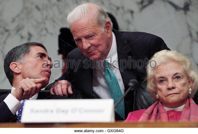 Former U.S. Secretary of State James Baker (C) speaks with fellow Iraq Study Group members former U.S. Senator Charles - Stock Image