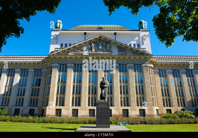 Croatian State Archives Building [ Hrvatski državni arhiv ], with statue of archeologist Frane Bulić, Zagreb, Croatia - Stock Image