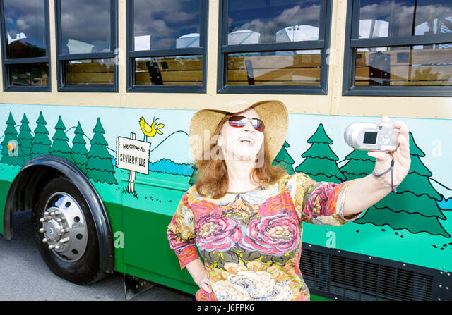 Tennessee Sevierville NASCAR Speedpark Trolley Stop woman straw hat camera Fun Time trolley self portrait fun personality - Stock Image