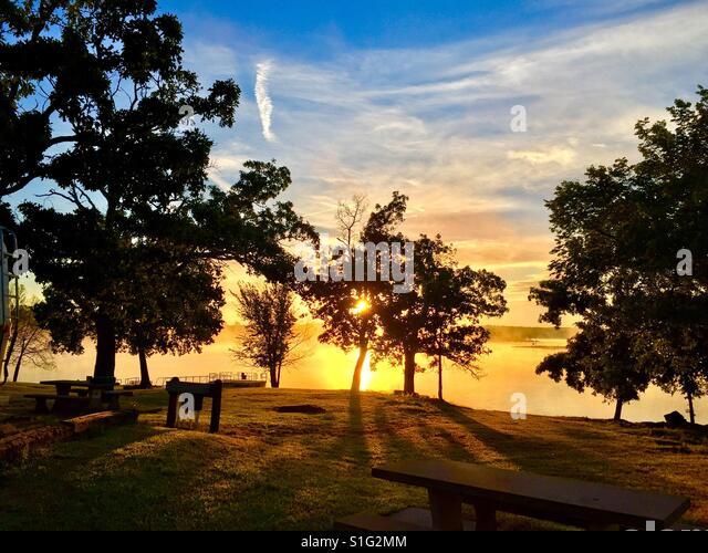 Misty sunrise - Stock-Bilder
