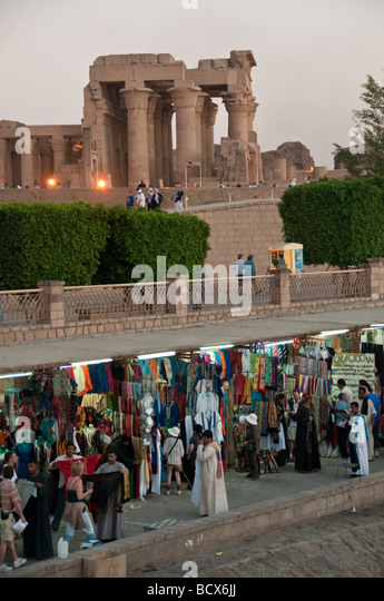 Egypt Kom Ombo village tourist shops on banks of Nile, Kom Ombo temple in background - Stock Image