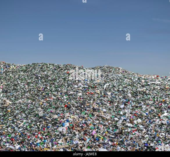 Pile of plastic waste, mainly small items, for recycling. - Stock-Bilder