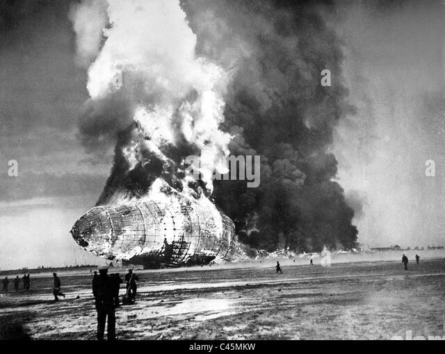 Catastrophe of the Zeppelin airship 'Hindenburg' (LZ 129) in Lakehurst, 1937 - Stock Image