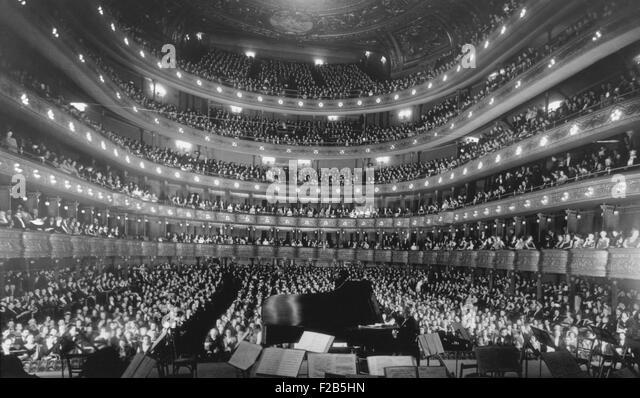Metropolitan Opera House during a concert by pianist Josef Hoffmann, Nov. 28, 1937. - (BSLOC_2014_17_116) - Stock Image