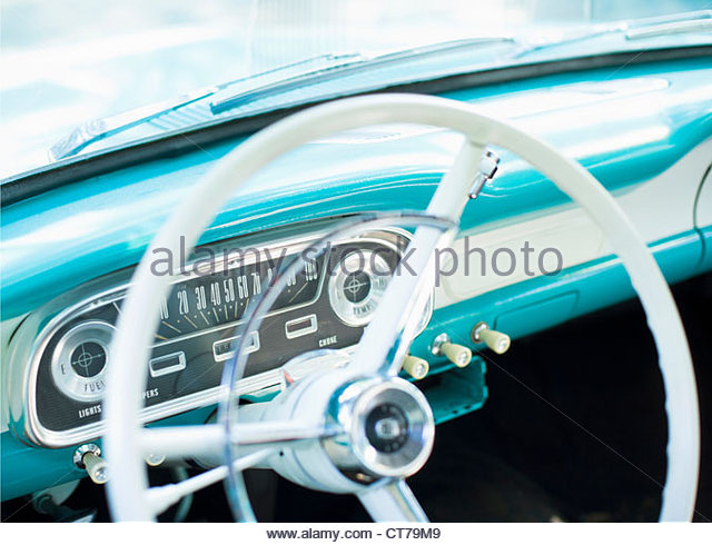 Steering wheel of classic American car - Stock-Bilder