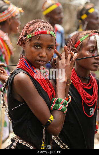 LOIYANGELENI, KENYA - May 18.  A Dassanach maiden takes a break during rehearsals. -- Traditions cultural diversity - Stock Image