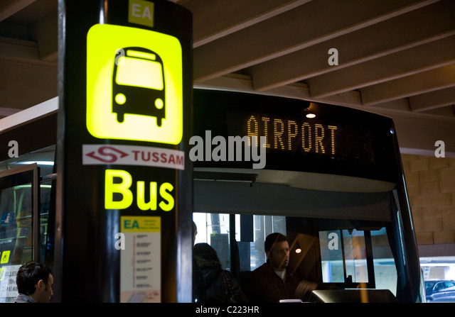 how to get to seville airport by bus