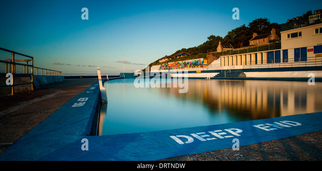 Shoalstone outdoor saltwater swimming pool at Brixham in South Devon during an early evening sunset. - Stock Image