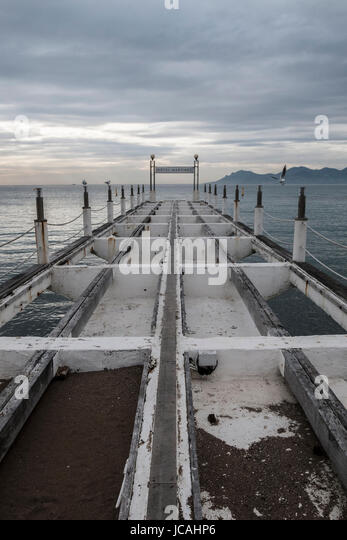 CANNES FRANCE FRENCH RIVIERA MARTINEZ PIER - FRENCH ART DECO - NOSTALGIC TIME - CANNES BEACH © PICHET PHOTOS - Stock Image