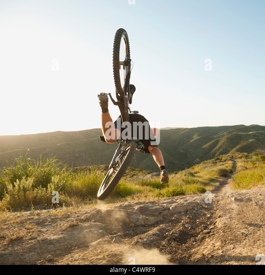 USA, California, Laguna Beach, Mountain biker falling of his bike - Stock-Bilder