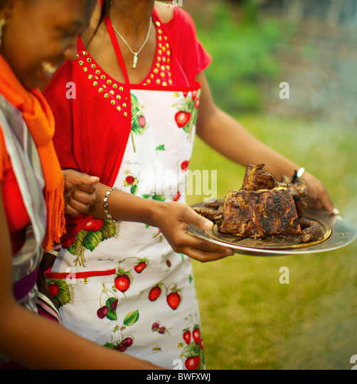Young ladies serving cooked meat, KwaZulu-Natal, South Africa - Stock-Bilder
