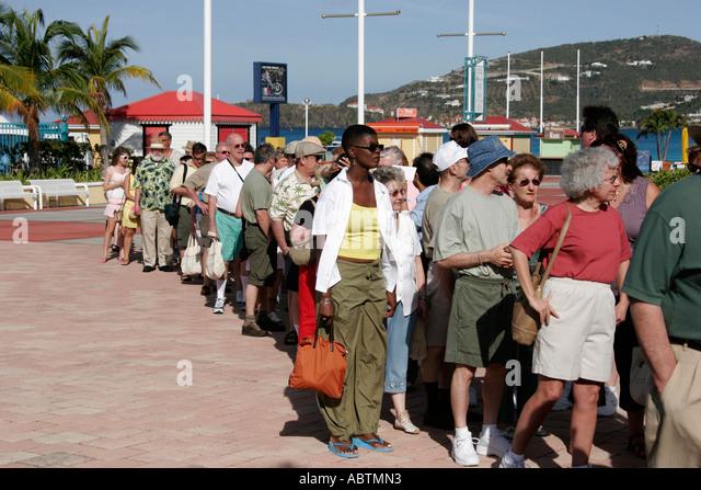 Sint Maarten Great Bay Philipsburg Dutch cruise ship port passengers line excursion group - Stock Image