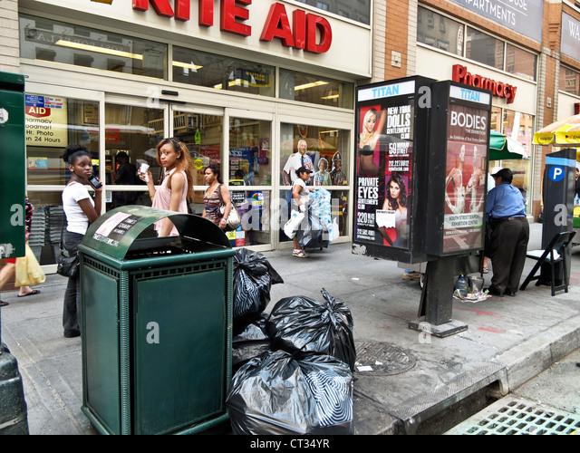 Busy Street Sidewalk Busy City Corne...