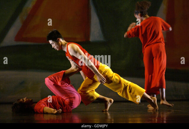 'Present Tense', Trisha Brown Dance Company - Stock Image