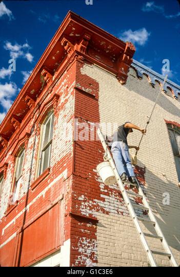 Painting historic brick building in Pittsfield, Illinois. © Myrleen Pearson - Stock-Bilder