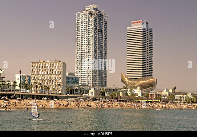 Barcelona Passeig Maritim playa Frank Gehry buidling - Stock Image