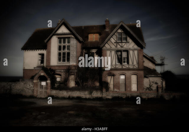 A creepy derelict and haunted looking house - Stock Image