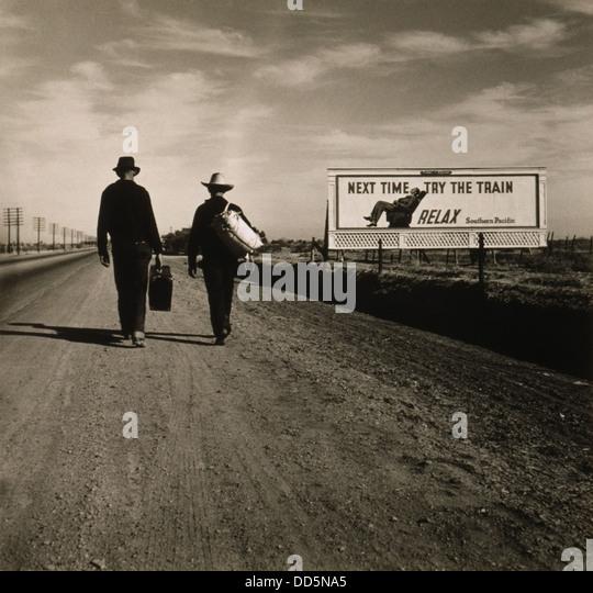 Two men walking toward Los Angeles, March 1937. Ahead of them is a Southern Pacific Railroad billboard reading, - Stock-Bilder