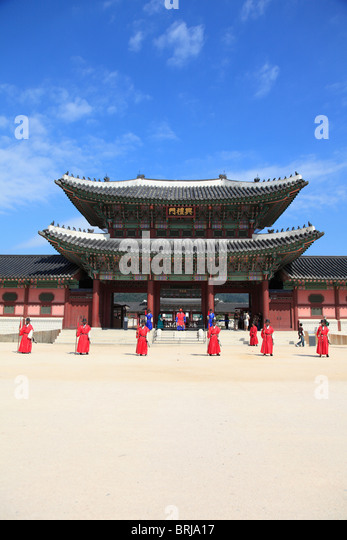 Changing of the guards, Gyeongbokgung Palace, Palace of Shining Happiness, Seoul, South Korea, Asia  - Stock Image
