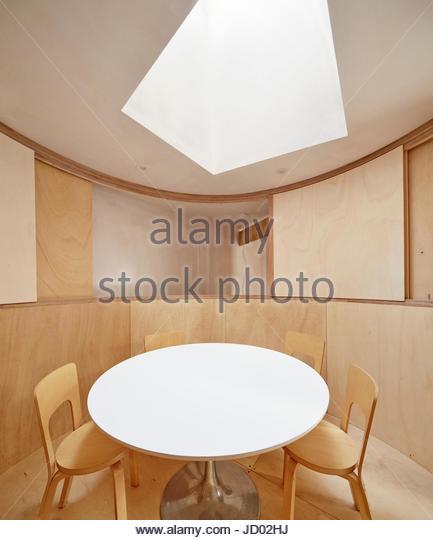 View of  upstairs oval meeting room. Studio Totnes, Totnes, United Kingdom. Architect: David Sheppard Architects, - Stock-Bilder