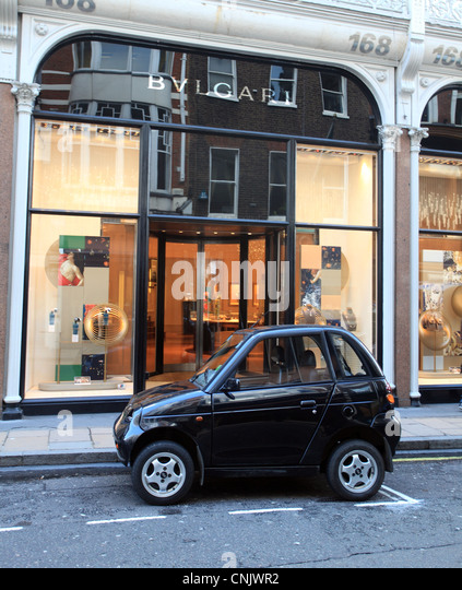 Electric Car in Bond street Mayfair London - Stock Image