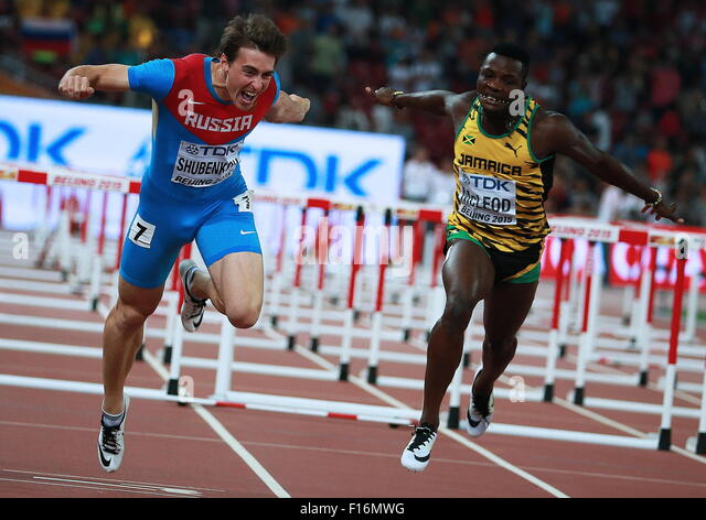 Beijing, China. 28th Aug, 2015. Gold medalist, Russia's Sergey Shubenkov (L) and Jamaica's Omar McLeod crossing - Stock-Bilder