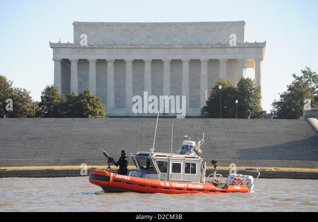 US Coast Guard Maritime Safety and Security Team pass the Lincoln Memorial during a security patrol along the Potomac - Stock Image