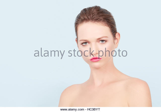 Portrait of young woman looking at camera. - Stock-Bilder