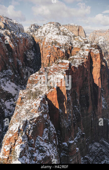 Snow covered mountains in Utah's Zion National Park - Stock Image