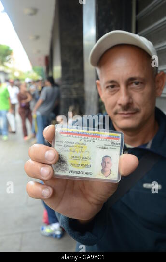 Leandro Correa standing in line at a supermarket in the capital Caracas, Venezuela, 15 June 2016. The last number - Stock Image