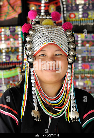 Woman of the Akha hill tribe wearing a traditional headdress, Chiang Rai, Thailand, Asia - Stock-Bilder
