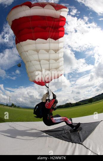 Parachutist approaching his target on an accuracy jump - Stock Image