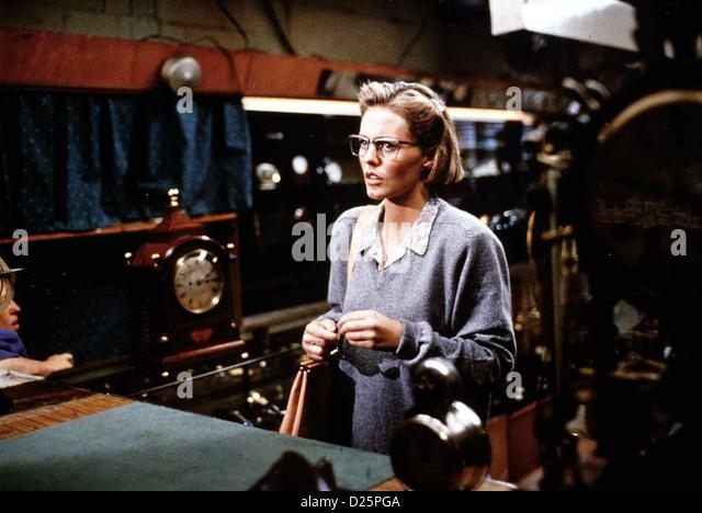 Total Terminator  Timebomb  Patsy Kensit Die Psychologin Dr. Anna Nolmar (Patsy Kensit) ist Kundin beim Uhrmacher - Stock Image