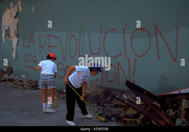 Painet hl0990 scene los angeles riots 1992 rubble protest cleanup man male woman female sweeping up california riot - Stock Image
