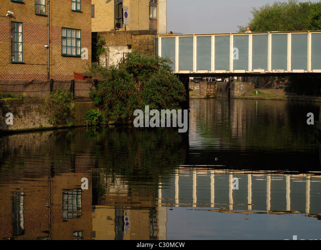 Cat and Mutton bridge, Regent's canal, Broadway Market, London, England - Stock Image