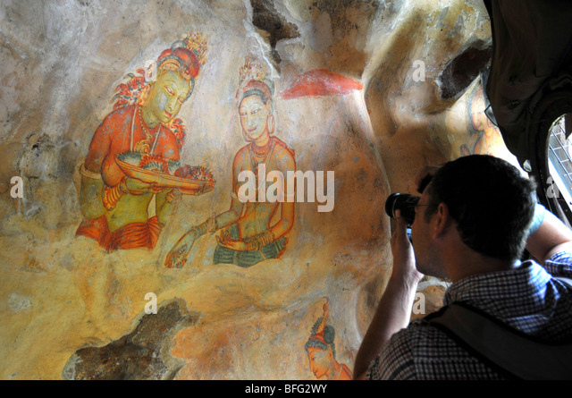 Sigriya wall paintings, Sri Lanka, mural of Asparas or female spirits at Sigriya Rock Fortress, Sri Lanka tourist - Stock-Bilder