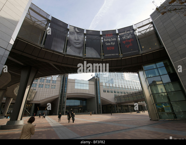 European parliament buildings with large free Aung San Suu Kyi banner. Brussels, Belgium - Stock-Bilder