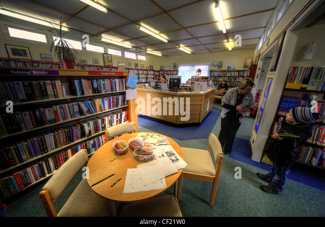 Grappenhall Library as it was run by Warrington Borough Council in April 2010. A small boy being helped by a librarian - Stock Image