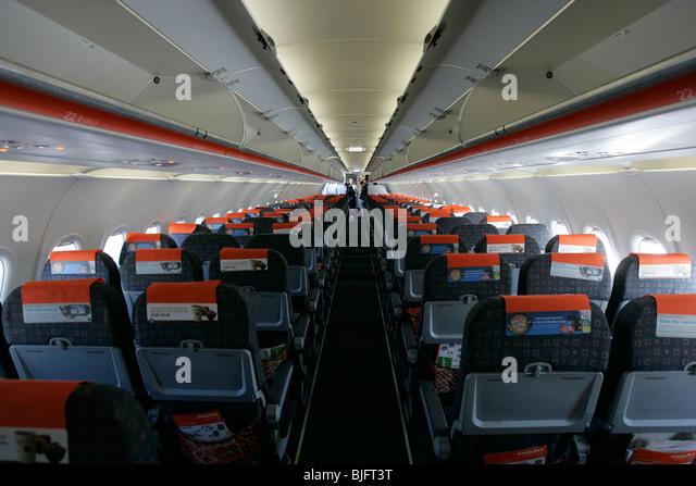 Easyjet cabin crew stock photos easyjet cabin crew stock for Innenraum planen