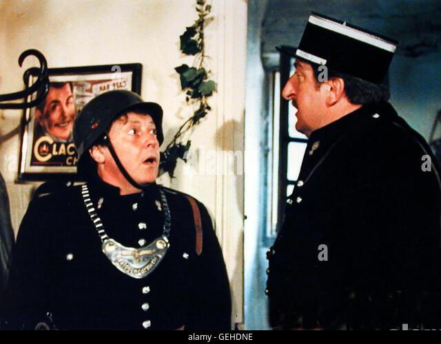 Roger Dumas, Pierre Tornade Ensetzt hoert Bazas (Roger Dumas), dass Gendarm Berger (Pierre Tornade) seine Frau im - Stock Image