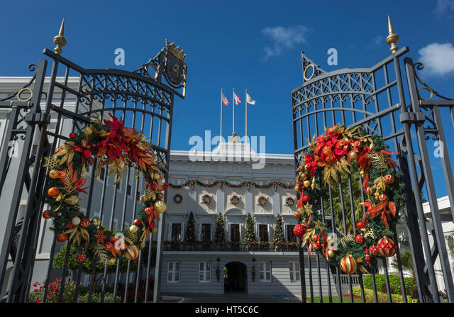 CHRISTMAS WREATHS OPEN ENTRANCE GATE GOVERNORS MANSION LA FORTELEZA OLD TOWN SAN JUAN PUERTO RICO - Stock Image