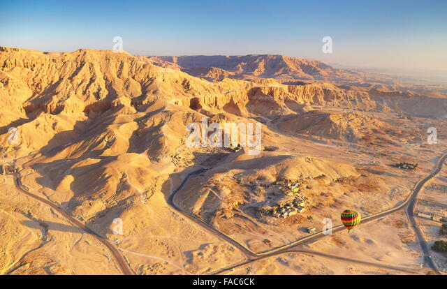 Egypt - balloon flights over the west bank of the Nile, landscape of mountains - Stock Image