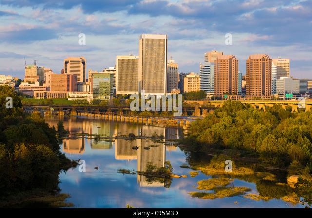 Skyline of Richmond, Virginia, on the James River - Stock-Bilder